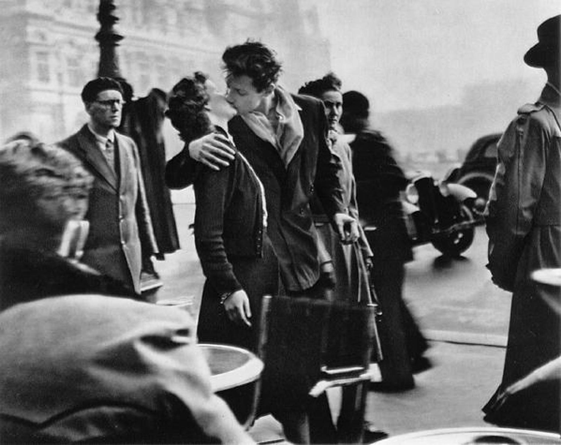 Le baiser de l'Hotel de Ville - Robert Doisneau